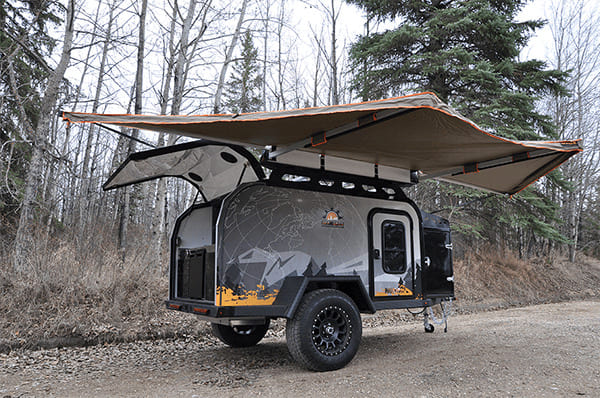 Off grid trailer with awning